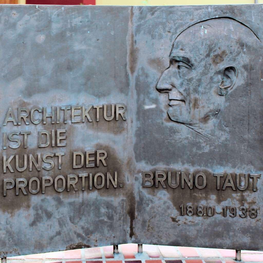 Gedenktafel Architekt Bruno Taut | Architektur-studieren.info